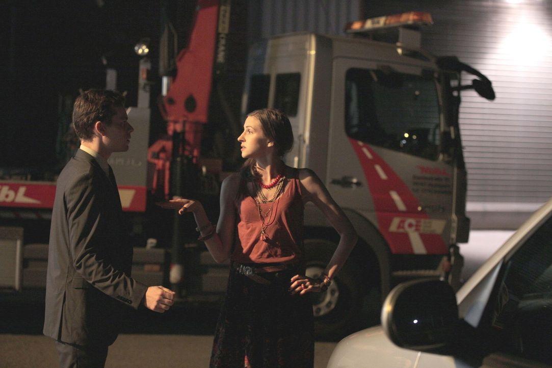 Ist die Food-Truckerin Lea (Natalia Belitzki, r.) wirklich nur ein tollpatschiger Pechvogel oder eine gewiefte Spionin, die im Firmenlabor die gehei... - Bildquelle: Michael Colella SAT.1
