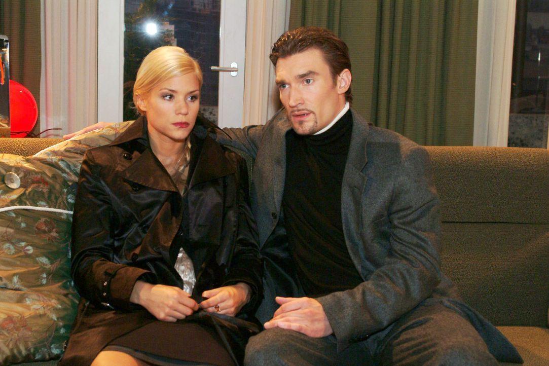 Sabrina (Nina-Friederike Gnädig, l.) überrascht Richard (Karim Köster, r.) mit einem Geständnis ... - Bildquelle: Monika Schürle SAT.1 / Monika Schürle