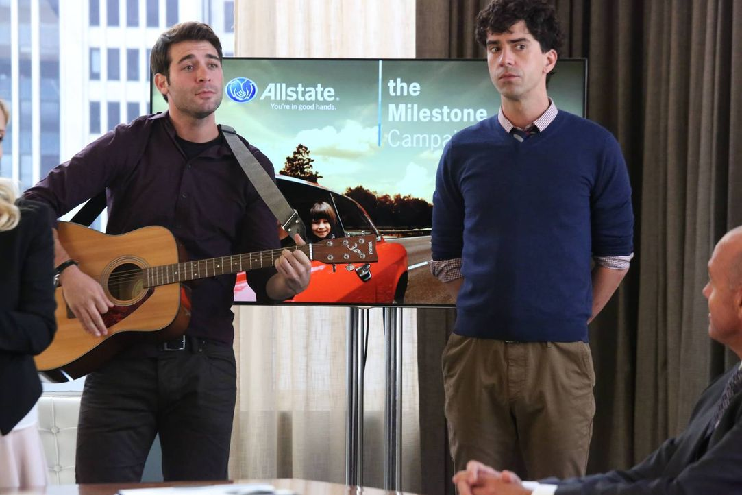 Was haben Zach (James Wolk, l.) und Andrew (Hamish Linklater, r.) nur vor? - Bildquelle: 2013 Twentieth Century Fox Film Corporation. All rights reserved.