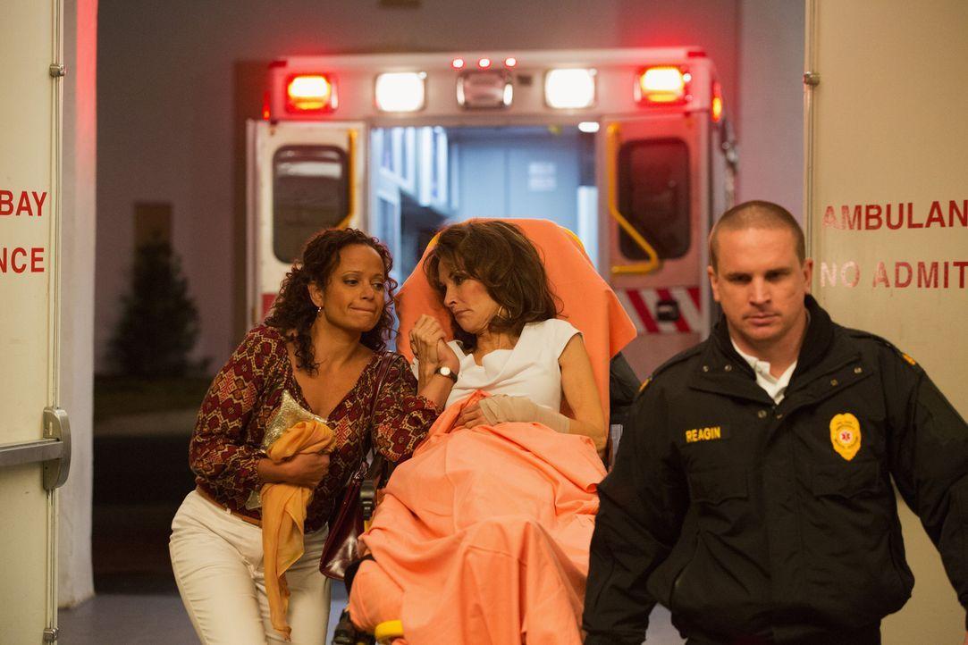 Was ist mit Genevieve (Susan Lucci, M.) und Zoila (Judy Reyes, l.) geschehen? - Bildquelle: ABC Studios