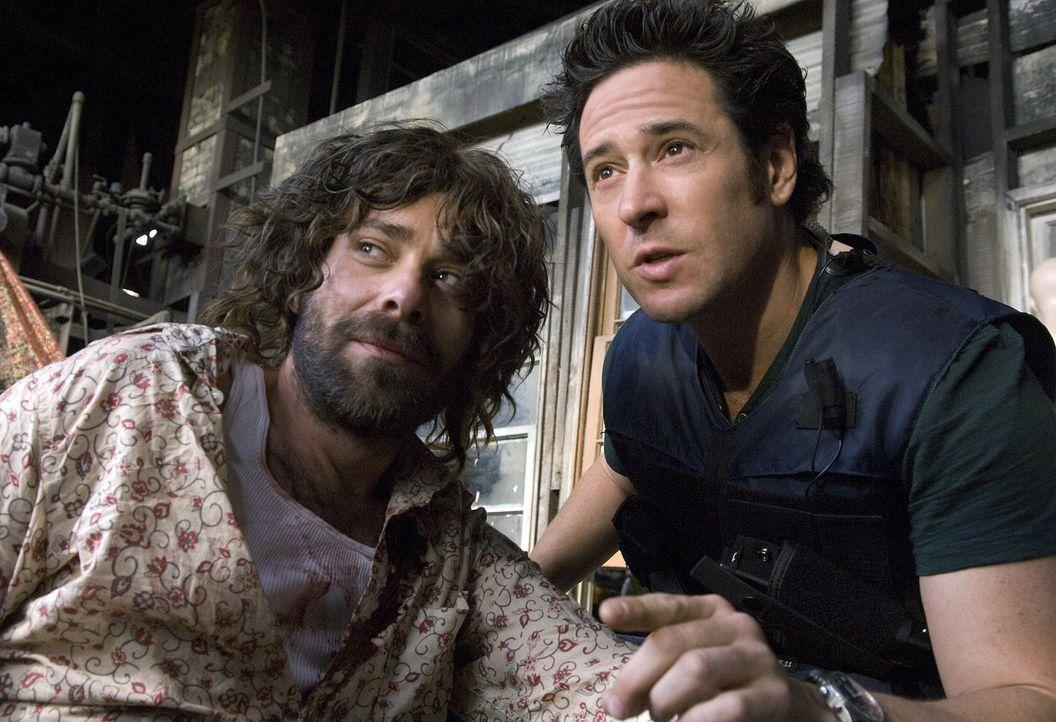 Don (Rob Morrow, r.) und sein Team hat es geschafft, Amita zu befreien und den fanatischer Verbrecher Mason Duryea (James Callis, l.) zu überführen... - Bildquelle: Paramount Network Television