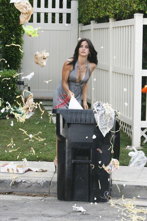 Nachdem Grayson behauptet hat, dass er Jules (Courteney Cox) nicht attraktiv findet, versucht sie alles, um dies zu ändern. Doch ihr Plan geht nach... - Bildquelle: 2009 ABC INC.