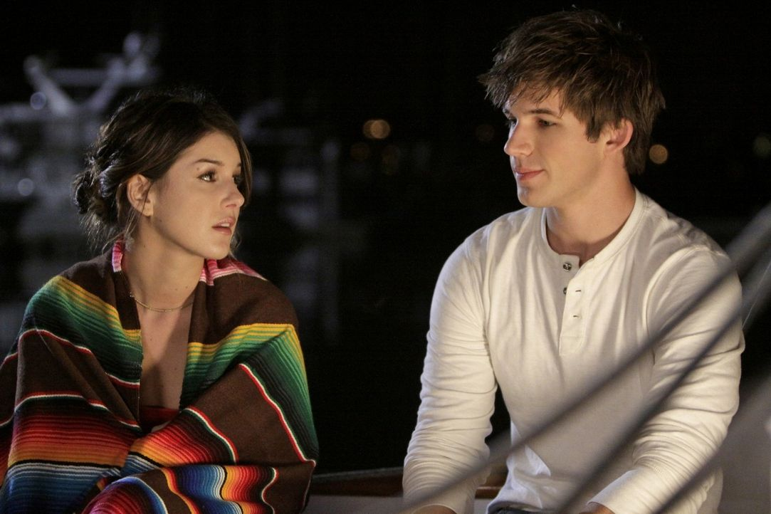 Ist Liam (Matt Lanter, r.) neuerdings Annies (Shenae Grimes, l.) Vertrauter? - Bildquelle: TM &   CBS Studios Inc. All Rights Reserved