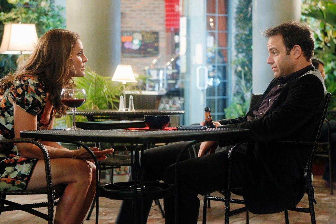 Gespräche unter guten Freunden: Violet (Amy Brenneman, l.) und Cooper (Paul Adelstein, r.) ... - Bildquelle: ABC Studios