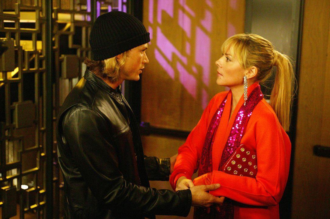 Mit einem Mal erkennt Samantha (Kim Cattrall, r.), dass nicht nur sie für ihren Freund Smith Jerrold (Jason Lewis, l.) etwas Gutes tun kann, sonder... - Bildquelle: Paramount Pictures