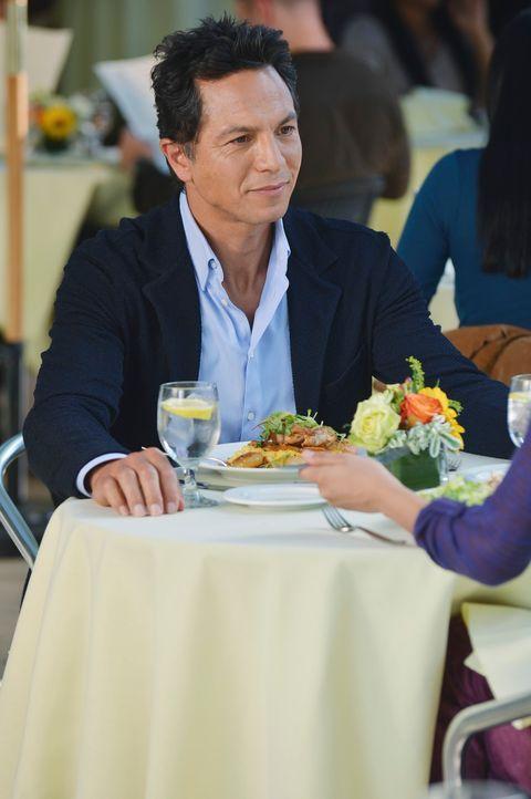 Ist alles andere als begeistert, als er erfährt, wer der neue Freund seiner Tochter ist: Jake (Benjamin Bratt) ... - Bildquelle: ABC Studios