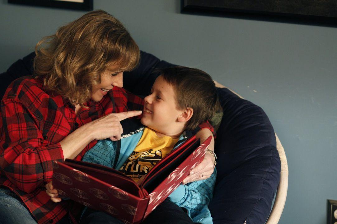 Lydia (Bess Armstrong, l.) genießt die Zeit mit ihrem Enkel Jamie (Jackson Brundage, r.), denn keiner weiß, wie lange das noch möglich sein wird ...... - Bildquelle: Warner Bros. Pictures