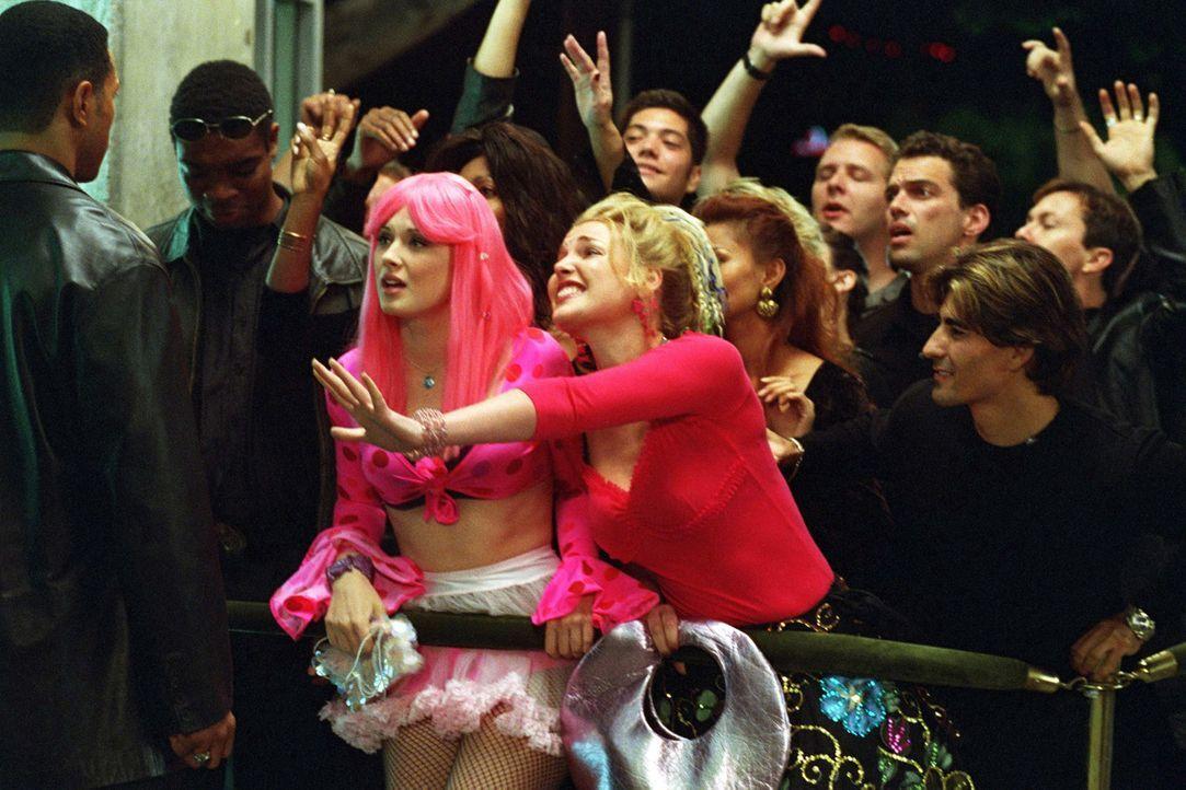 Endlich in Hollywood angekommen, versuchen die Mädchen Romy (Katherine Heigl l.) und Michele (Alex Breckenridge, r.) verzweifelt in den angesagtest... - Bildquelle: Touchstone Television