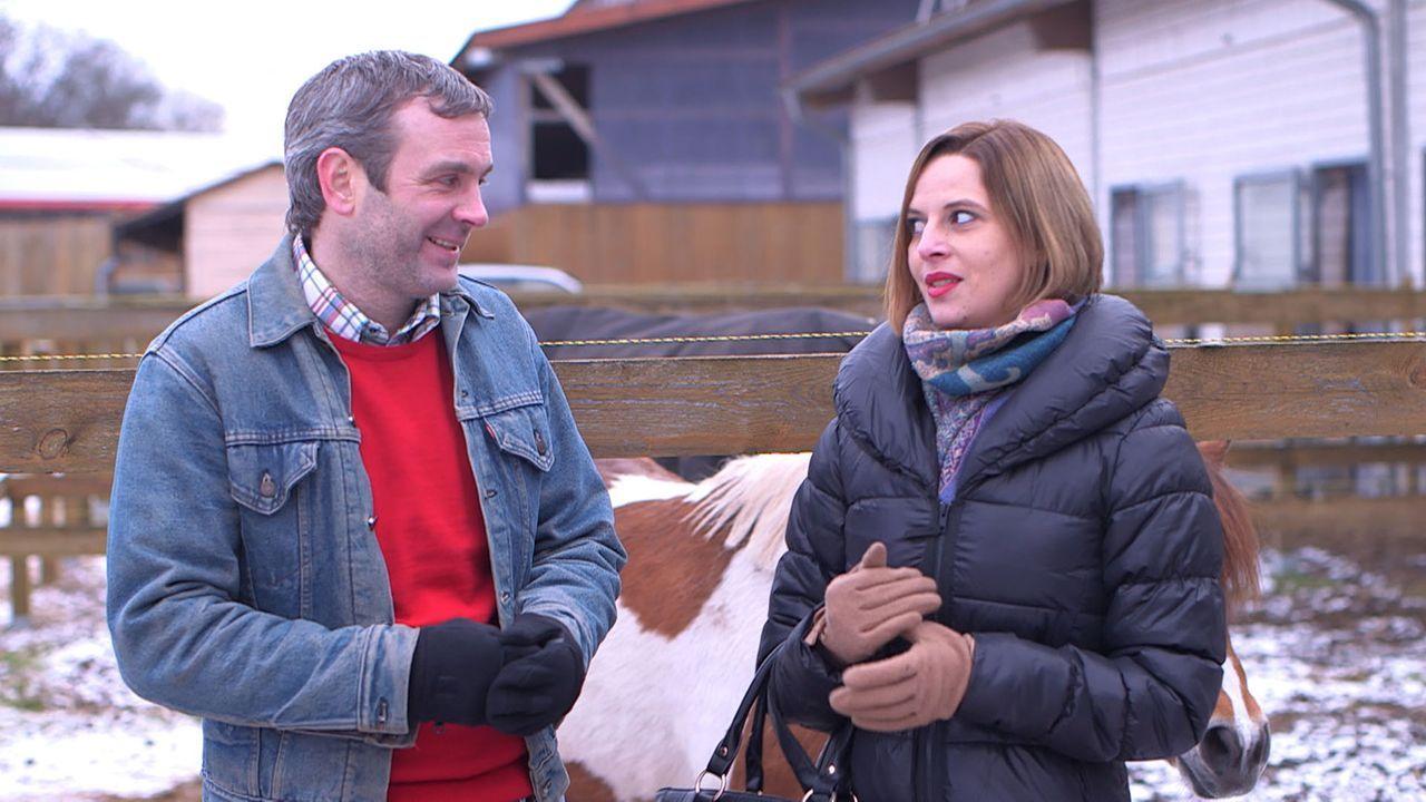 Niki (r.) empfindet noch etwas für Max (l.), doch kann sie Jacques Anmache widerstehen? - Bildquelle: SAT.1