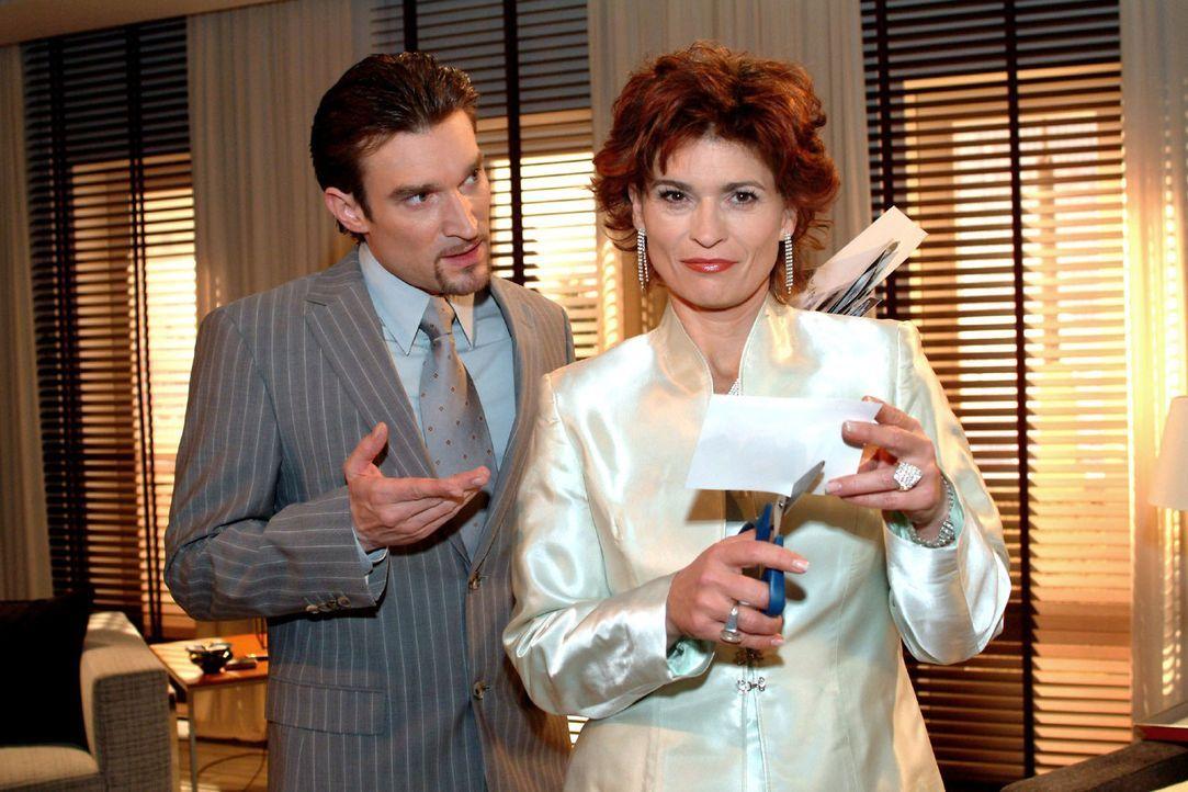 Richard (Karim Köster, l.) ist überrascht, dass Sophie (Gabrielle Scharnitzky, r.) sich kooperativ zeigt und die Seidels künftig in Ruhe lassen w... - Bildquelle: Monika Schürle Sat.1