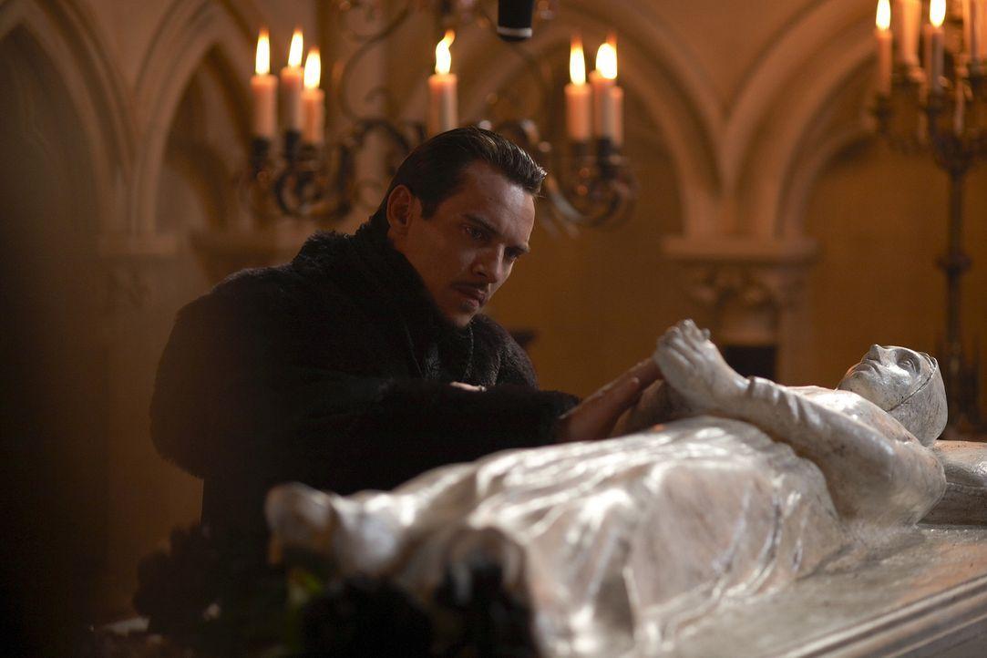 Nach dem Tod seiner geliebten Frau Jane, stürzt König Henry VIII (Jonathan Rhys Meyers) in eine tiefe Depression ... - Bildquelle: 2009 TM Productions Limited/PA Tudors Inc. An Ireland-Canada Co-Production. All Rights Reserved.