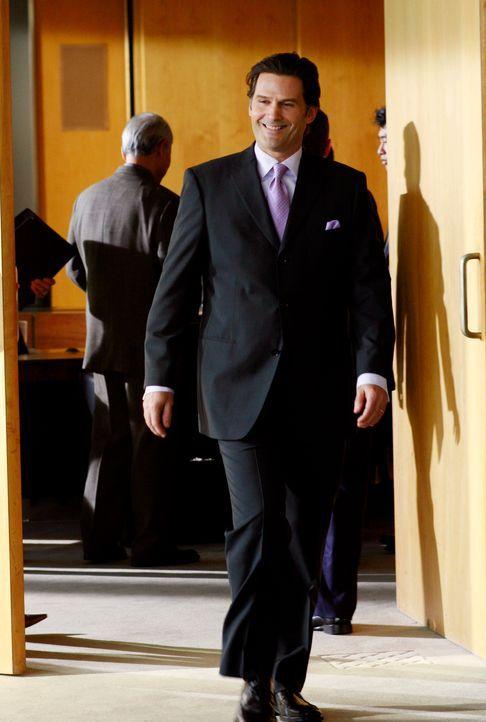 Kitty fliegt mit Senator McCallister nach San Diego, um dort den Milliardär und Lobbyisten Michael Pellington (D.W. Moffett) zu treffen, in der Hof... - Bildquelle: Disney - ABC International Television