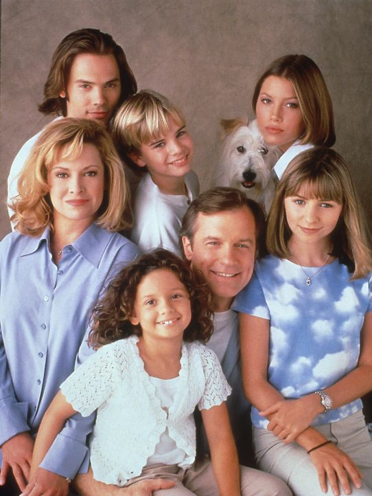 (3. Staffel) - Eine himmlische Familie (V. l. Mitte im Uhrzeigersinn): Annie (Catherine Hicks), Matt (Barry Watson), Simon (David Gallagher), Mary (... - Bildquelle: The WB Television Network