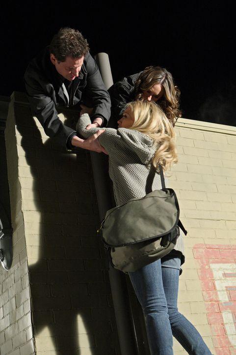 In letzter Sekunde können Eli (Jamie Kennedy, l.) und Melinda (Jennifer Lover Hewitt, r.) Morgan (Hilary Duff, M.) retten ... - Bildquelle: ABC Studios