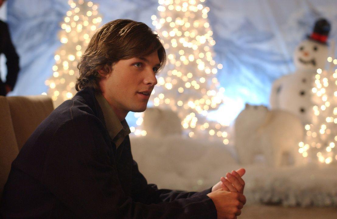 Als Zach (Michael Cassidy) später zum Ball kommt, um mit Summer zu tanzen, sieht er sie eng umschlungen mit Seth auf der Tanzfläche. Frustriert zi... - Bildquelle: Warner Bros. Television