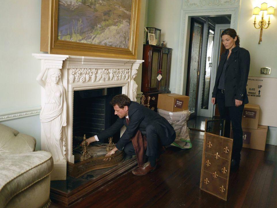 Wer hat wann, wo und wie eine wohlhabende Persönlichkeit ermordet? Dr. Henry Morgan (Ioan Gruffudd, l.) und Detective Jo Martinez (Alana de la Garza... - Bildquelle: Warner Brothers