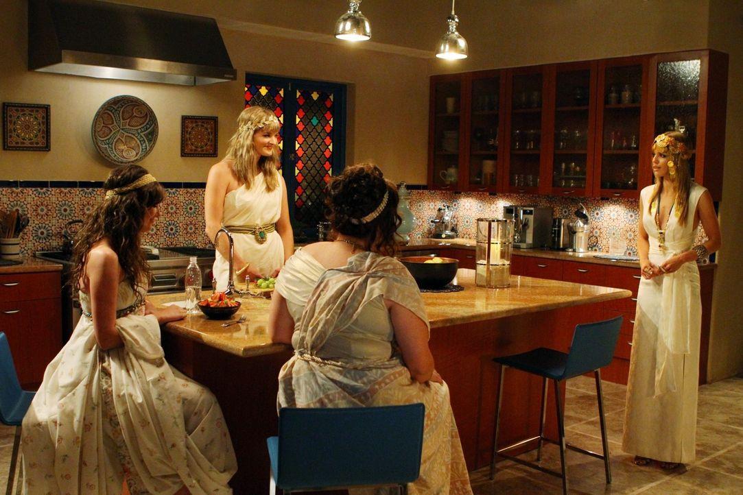 Naomi (AnnaLynne McCord, r.) hat sich in die Schwesternschaft von Alana (Sarah Hagan, l.), Devon (Laura Morgan, 2.v.l.) und Margene (Katherine Vande... - Bildquelle: TM &   2011 CBS Studios Inc. All Rights Reserved.
