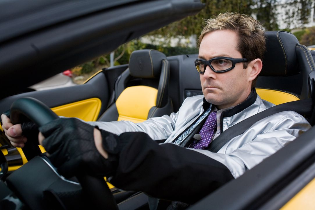 Endlich gelingt es Ned (Thomas Lennon), die Direktorin der Hayden High School für ein Date zu begeistern. Doch der Abend verläuft ganz anders als ge... - Bildquelle: 2008   Warner Bros.