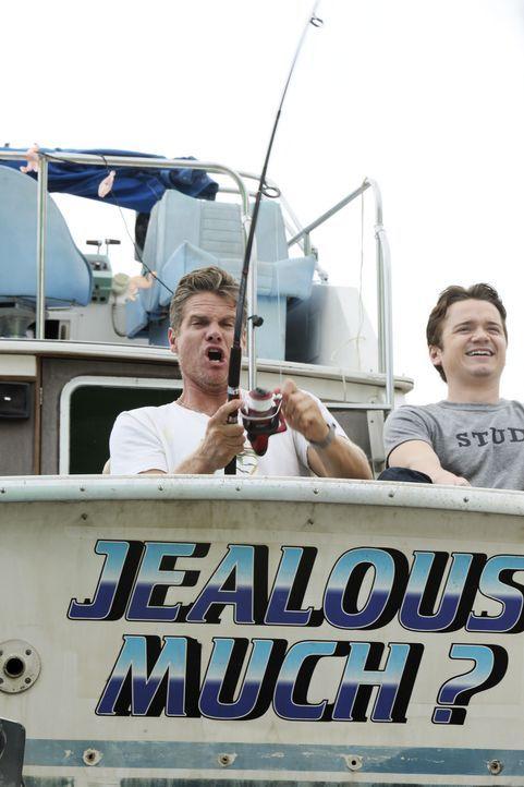 Ein besonderer Männerausflug: Bobby (Brian Van Holt, l.) und Travis (Dan Byrd, r.) ... - Bildquelle: 2010 ABC INC.