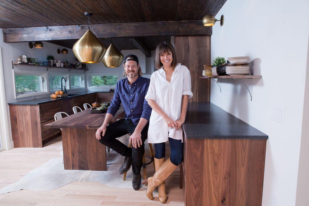 Die Geschwister Leanne (r.) und Steve Ford (l.) stecken viel Arbeit in das Haus, um ein modernes und stylisches Ergebnis zu erzielen ... - Bildquelle: Heather Mull 2017, Scripps Networks, LLC. All Rights Reserved.
