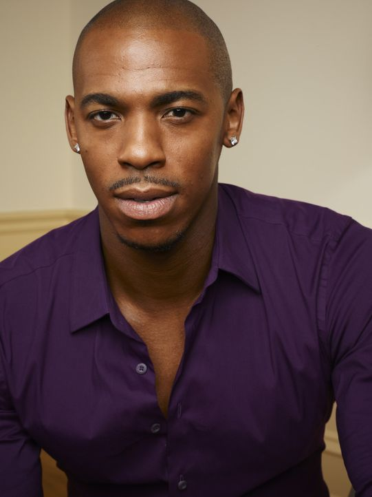 "(1. Staffel) - Dani soll Footballspieler Terrence ""TK"" King (Mehcad Brooks) wieder auf Vordermann bringen, der momentan eine große Krise hat ... - Bildquelle: 2011 Sony Pictures Television Inc. and Universal Network Television LLC.  All Rights Reserved."