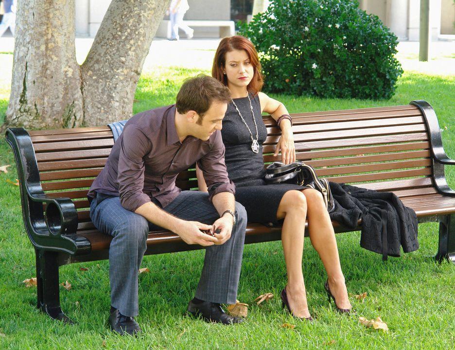 Gesprächsbedarf: Während Cooper (Paul Adelstein, l.) einen Jungen behandelt, der offensichtlich Opfer einer Entführung wurde, behandelt Addison (Kat... - Bildquelle: ABC Studios