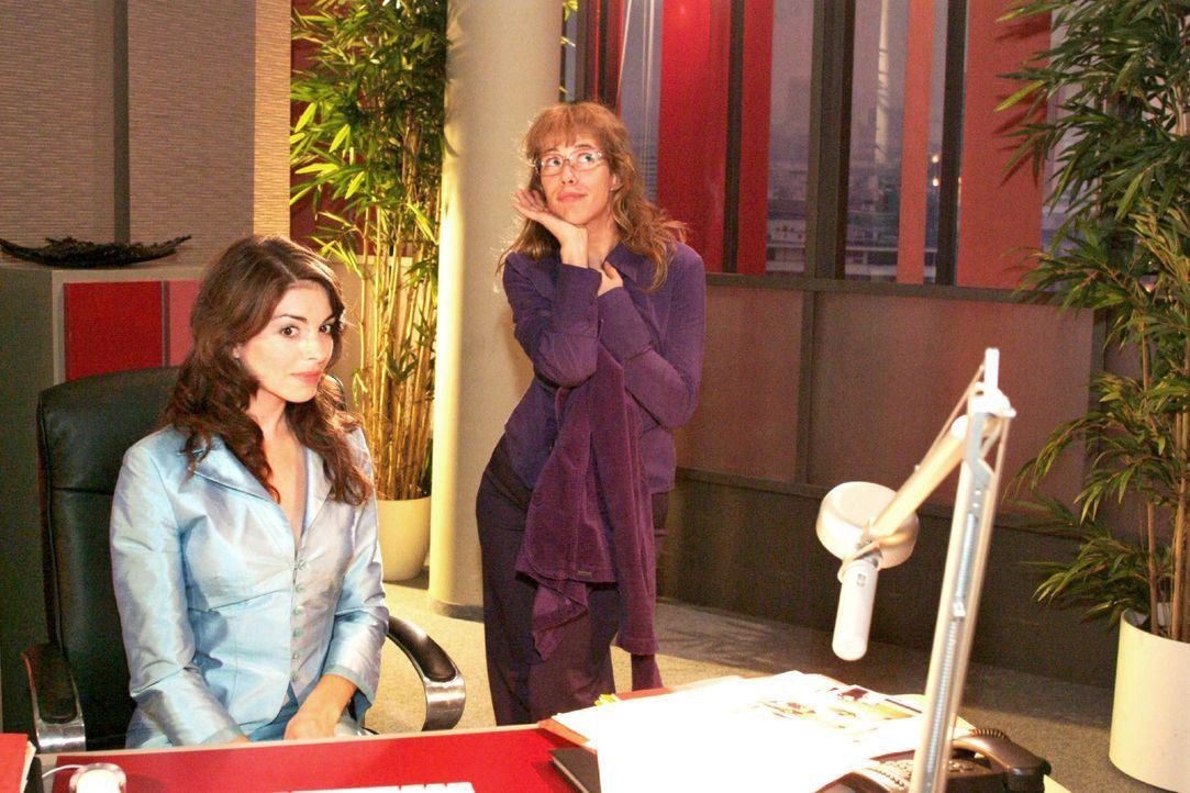 Lisa (Alexandra Neldel, r.) gibt alles, um Mariella (Bianca Hein, l.) davon zu überzeugen, für Kerima Moda zu modeln. (Dieses Foto von Alexandra Nel... - Bildquelle: Monika Schürle SAT.1 / Monika Schürle