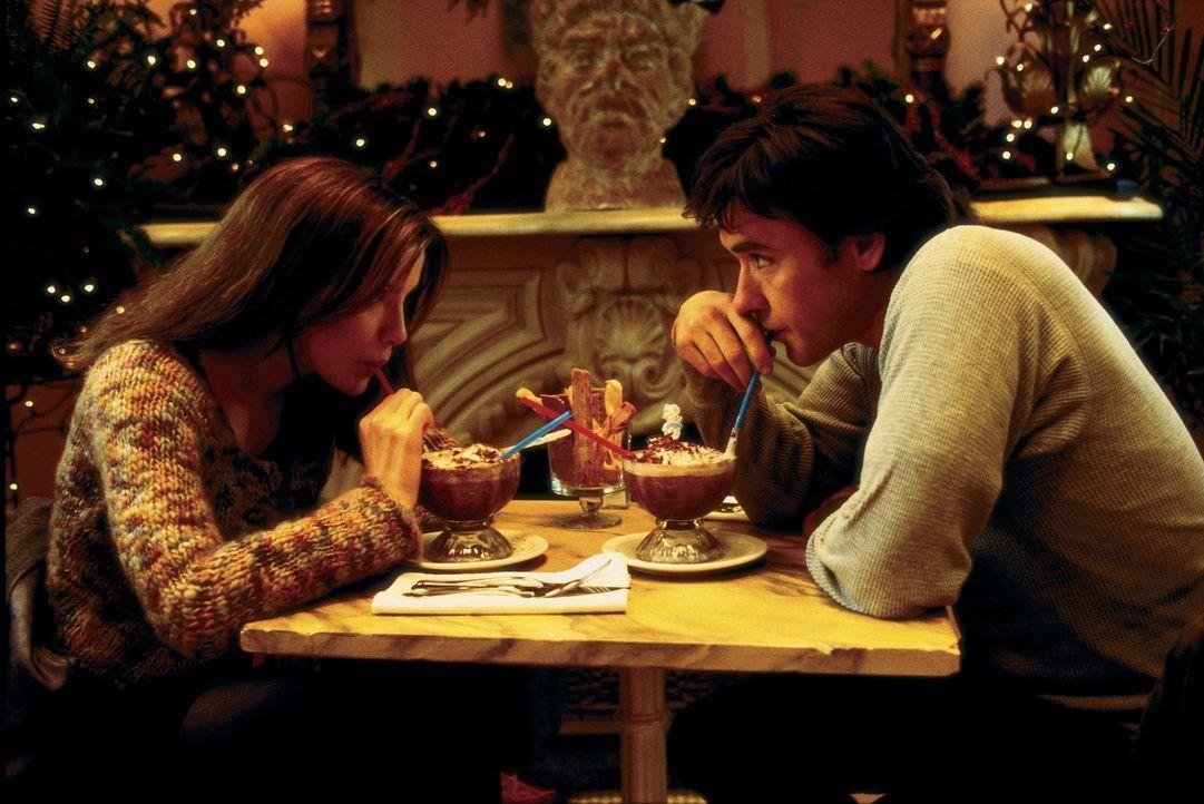 Sara (Kate Beckinsale) und Jonathan (John Cusack) verbringen einen magischen Abend miteinander - doch keiner weiß den Namen des anderen ... - Bildquelle: Alliance Atlantis Communications