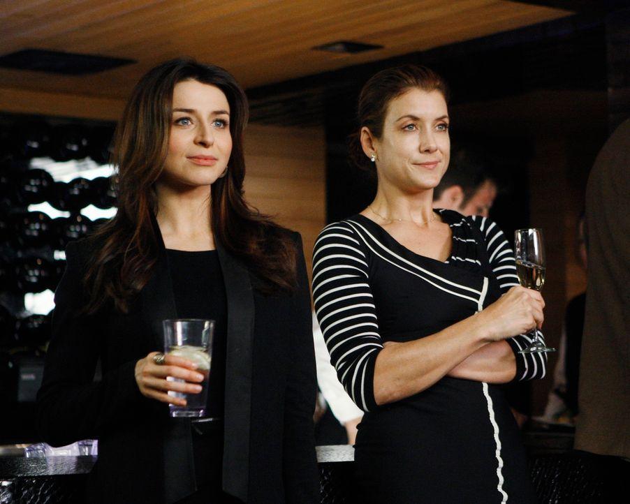 Auf der Veröffentlichungsparty von Violets Buch ist Sheldon ganz angetan von der schönen Marla, obwohl sie die Kritikerin ist, die Violets Buch ne... - Bildquelle: ABC Studios