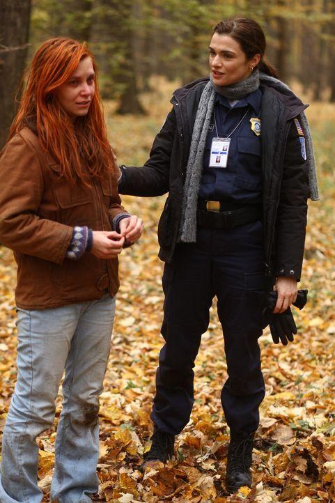 Im Rahmen einer UN-Friedensmission tritt die amerikanische Polizistin Kathryn Bolkovac (Rachel Weisz, r.) in die Dienste einer Söldnerfirma und wird... - Bildquelle: 2010 Whistleblower (Gen One) Canada Inc. and Barry Films GmbH