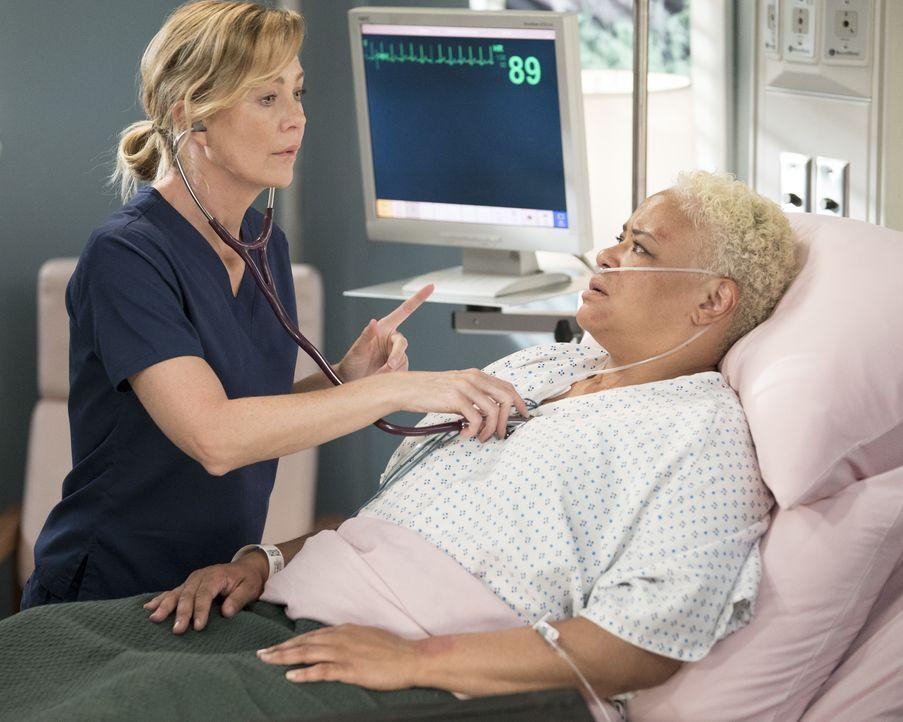 Dr. Meredith Grey (Ellen Pompeo, l.); Cece Colvin (Caroline Clay, r.) - Bildquelle: Eric McCandless ABC Studios / Eric McCandless