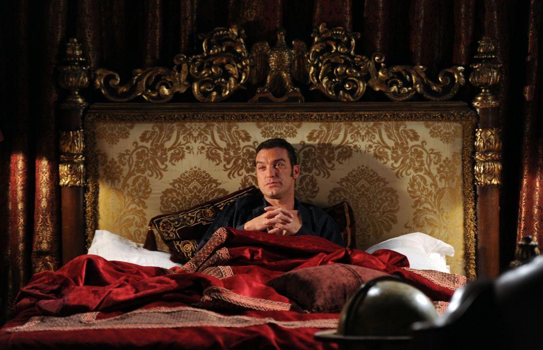 Um an das zu kommen, was er möchte, schreckt Prinz Cyrus (Jake Maskall) vor nichts zurück ... - Bildquelle: Stuart Wilson 2014 E! Entertainment Media LLC/Lions Gate Television Inc. / Stuart Wilson