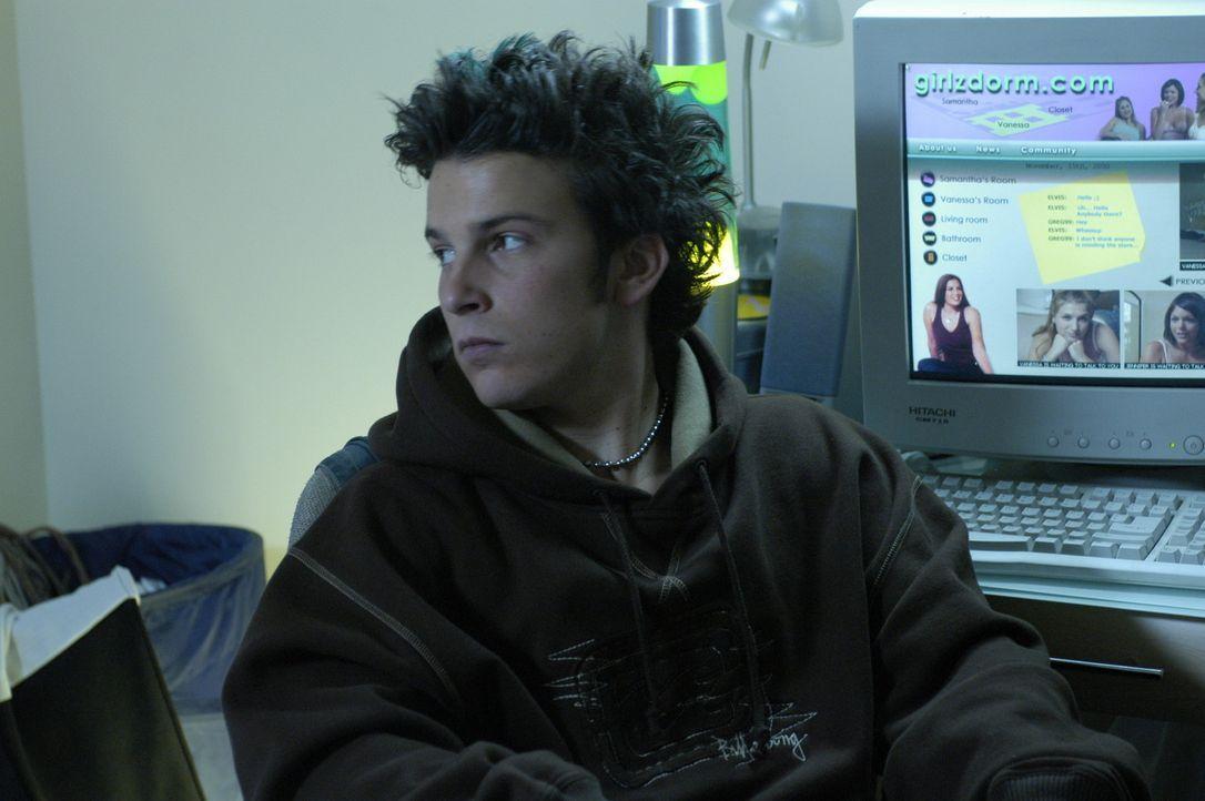 Ohne das Wissen seiner Eltern installiert Colby (Mathew Botuchis) in seinem Elternhaus eine Anzahl Webcams und stellt die Aufnahmen ins Internet. So... - Bildquelle: RRS Entertainment GmbH