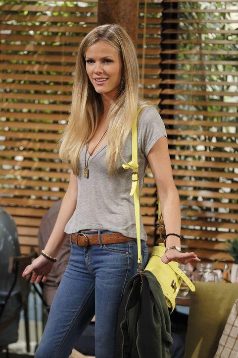 Noch ahnt Jules (Brooklyn Decker) nicht, was sie für ihren neuen Job opfern muss ... - Bildquelle: 2013 CBS Broadcasting, Inc. All Rights Reserved.