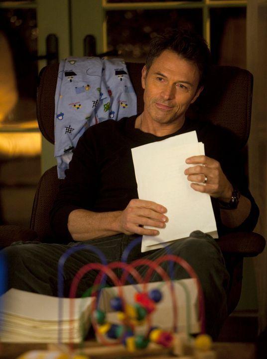 Unterstützt Violet in ihrem Vorhaben, ihr Tagebuch zu veröffentlichen: Pete (Tim Daly) ... - Bildquelle: ABC Studios