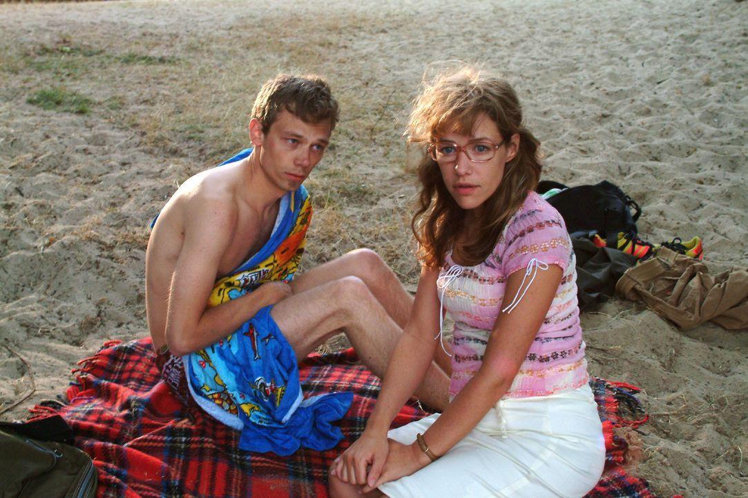 Lisa (Alexandra Neldel, r.) redet sich die Nacht mit Jürgen (Oliver Bokern, l.) schön. (Dieses Foto von Alexandra Neldel darf nur in Zusammenhang mi... - Bildquelle: Monika Schürle SAT.1 / Monika Schürle