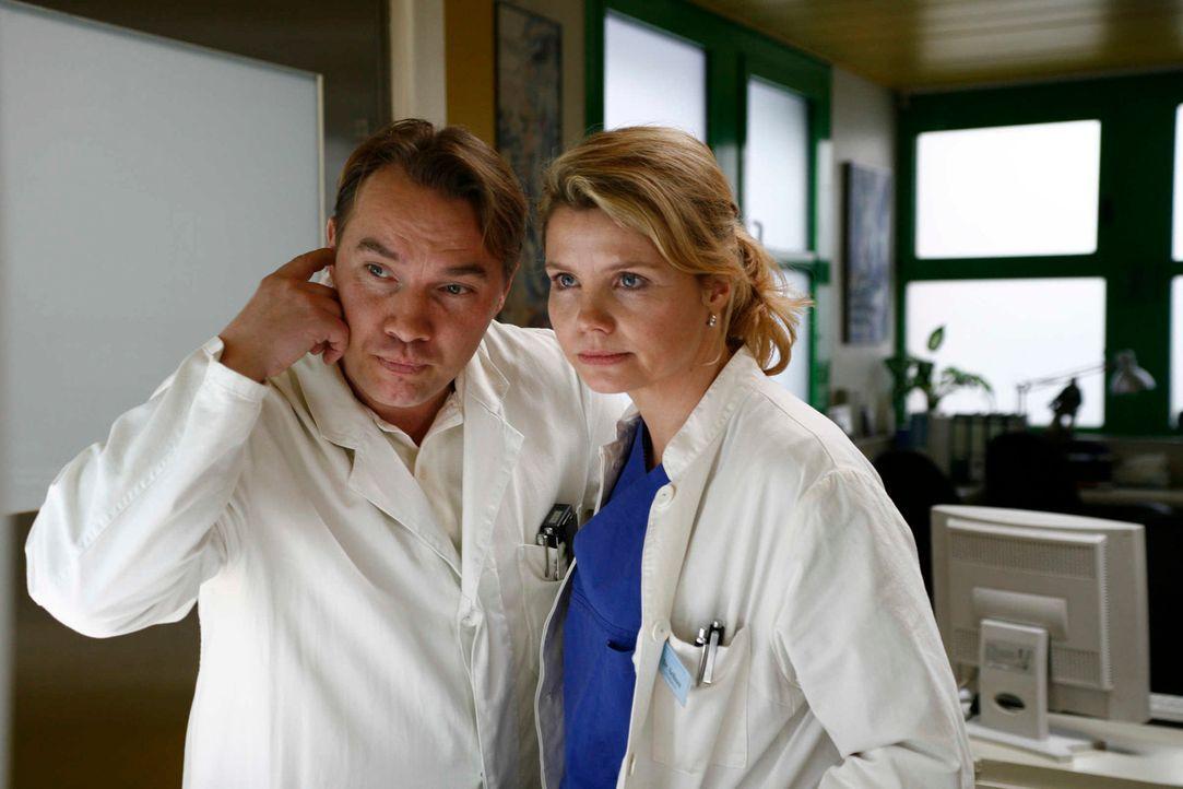 Ironie des Schicksals: Ausgerechnet in seiner eigenen Klinik, in der er mit Tyrannei Kollegen und Patienten das Leben schwer macht, landet Prof. Dr.... - Bildquelle: Volker Roloff SAT.1