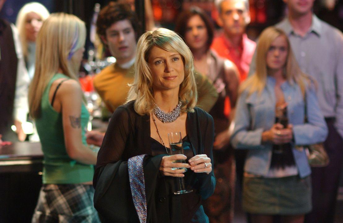 Kirsten (Kelly Rowan) ist gerührt über Sandys Auftritt ... - Bildquelle: Warner Bros. Television
