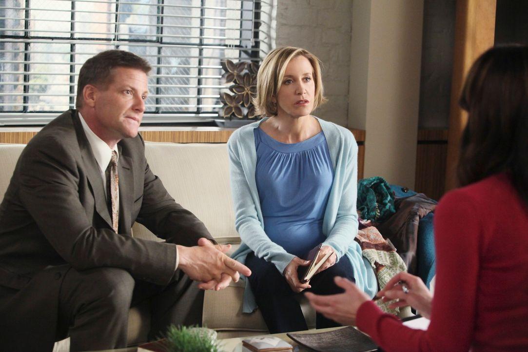 Lynette (Felicity Huffman, M.) und Tom (Doug Savant, l.) geraten wegen ihrer Paartherapie bei Dr. Graham (Jane Leeves, r.) in Streit ... - Bildquelle: ABC Studios
