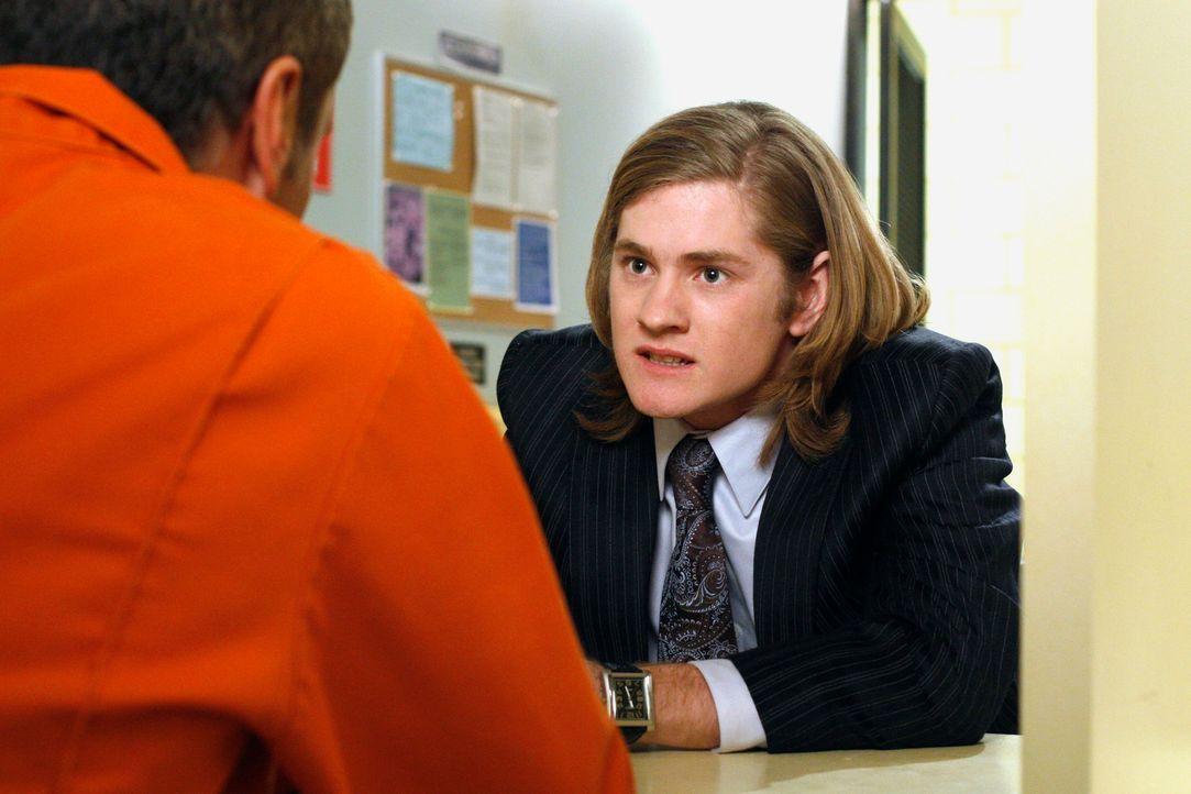 Nur weil Mike ihn gebeten hat, besucht Zach (Cody Kasch, r.) Paul (Mark Moses, l.) im Gefängnis ... - Bildquelle: 2005 Touchstone Television  All Rights Reserved
