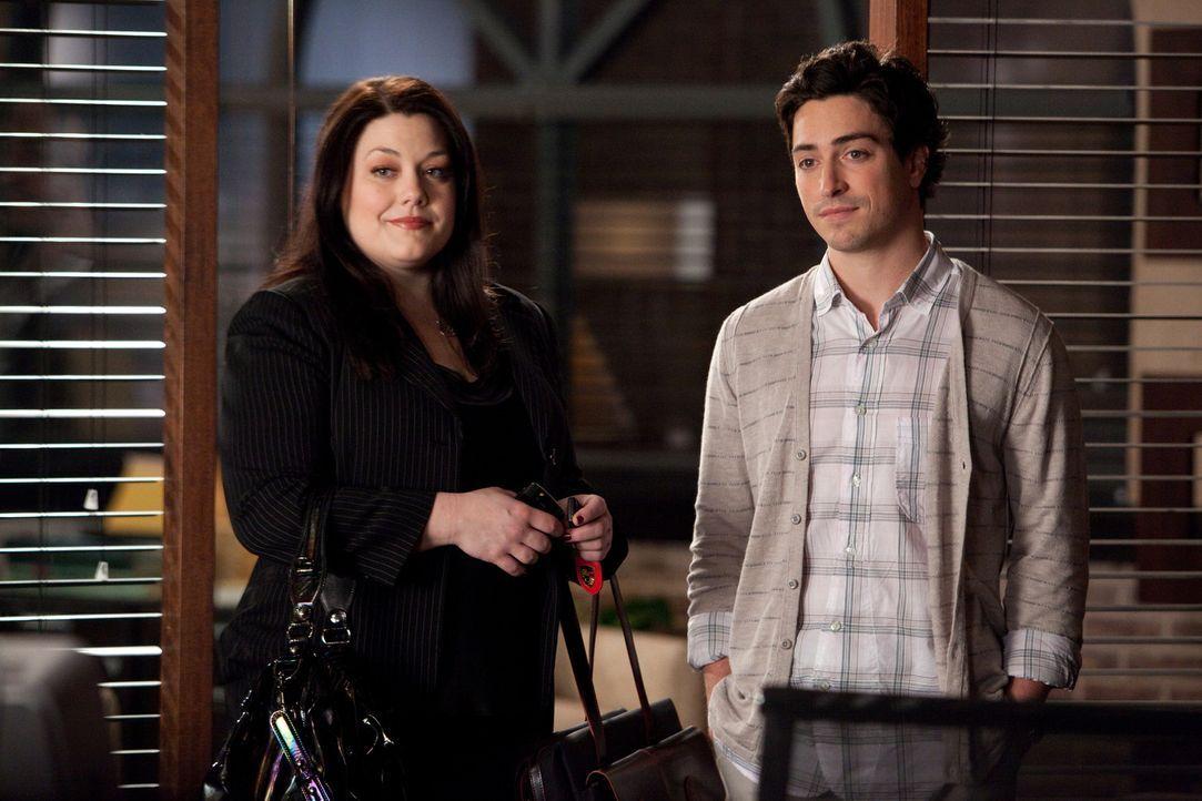 Jane (Brooke Elliott, l.) versucht krampfhaft, ihre Beziehungsprobleme beiseite zu schieben, damit sie ihre Aufmerksamkeit voll und ganz einem kompl... - Bildquelle: 2009 Sony Pictures Television Inc. All Rights Reserved.