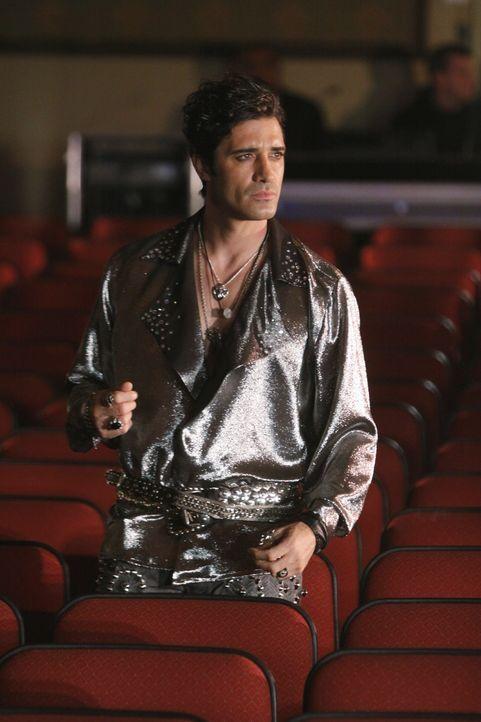 Hat er etwas mit dem Mord an dem Magier Zalman Drake zu tun? Tobias Strange (Gilles Marini) - Bildquelle: 2010 American Broadcasting Companies, Inc. All rights reserved.