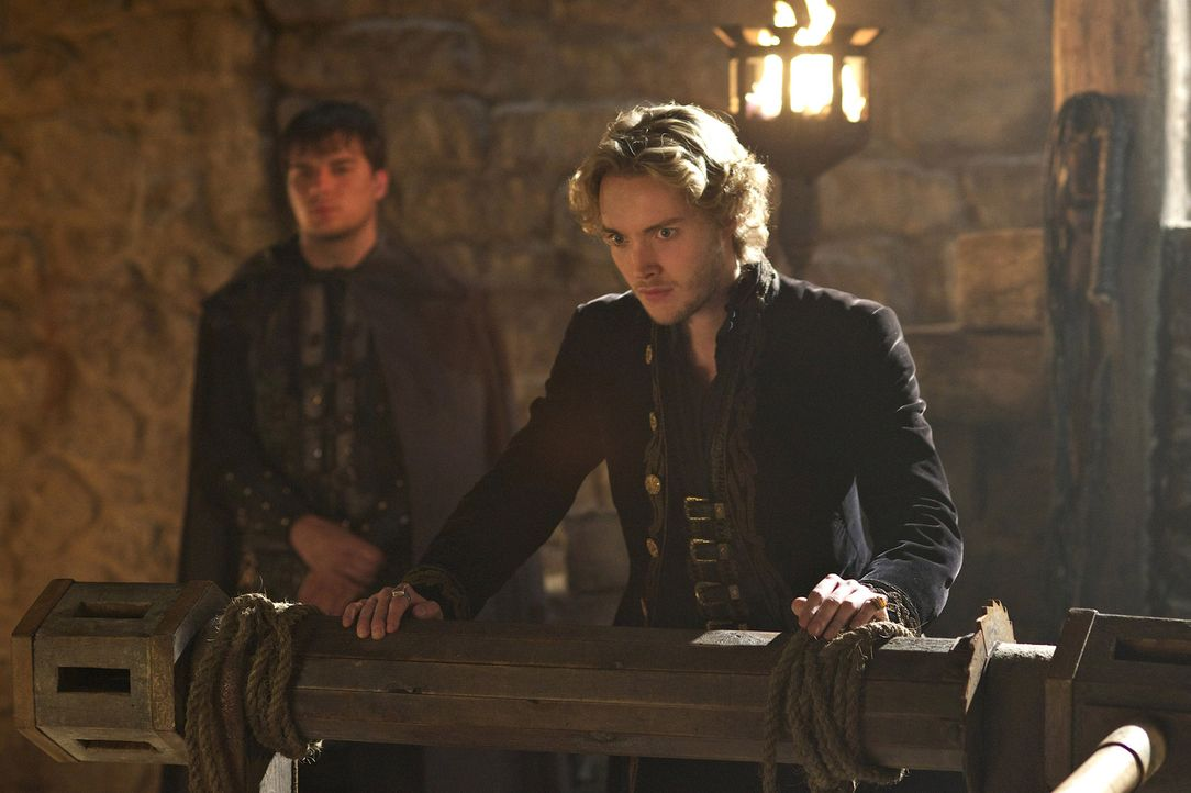 Francis (Toby Regbo, vorne) steht immer mehr unter Druck. Das brutale Vorgehen der Inquisition und die rebellierenden Protestanten reißen das franzö... - Bildquelle: Sven Frenzel 2014 The CW Network, LLC. All rights reserved.