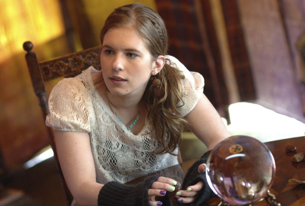 Ist gespannt, was der Besuch bei einer Hellseherin bringt: und Andy (Magda Apanowicz) ... - Bildquelle: TOUCHSTONE TELEVISION