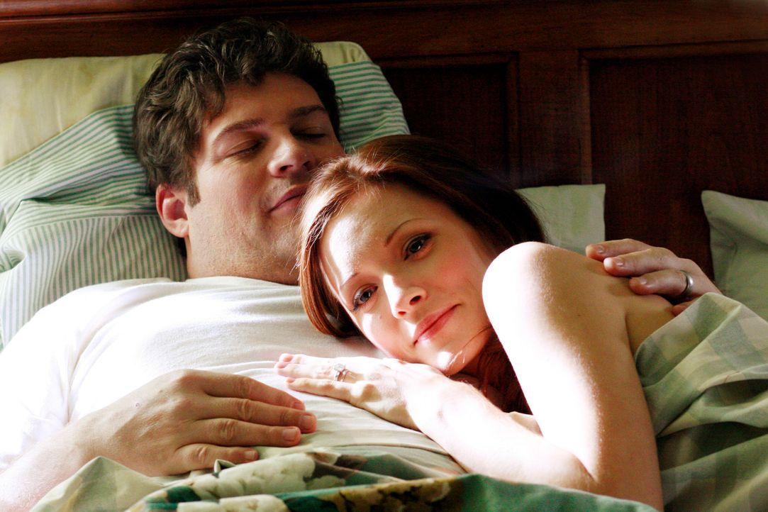 Ein überraschendes Comeback der Gefühle: Owen (Brad William Henke, l.) mit Ehefrau Alison (Elizabeth Bogush, r.)... - Bildquelle: ABC Studios