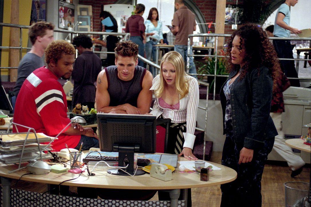 Zum ersten Mal darf Sabrina (Melissa Joan Hart, 2.v.r.) an einer Redaktionsbesprechung teilnehmen, auf der sie ihre Überzeugungen lautstark vertrit... - Bildquelle: Paramount Pictures