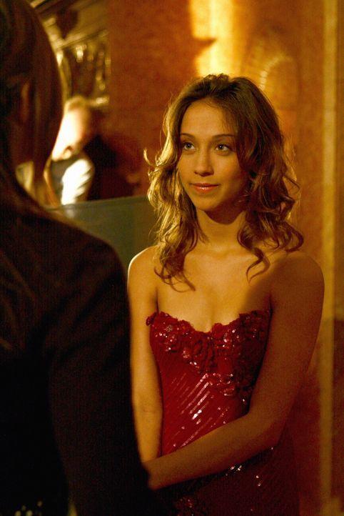 Macht es Blair anfangs nicht leicht: Emma Boardman (Stella Maeve) ... - Bildquelle: Warner Bros. Television
