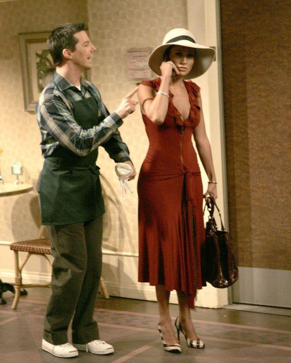 Karen möchte, dass Jack (Sean Hayes, l.) J. Lo. (Jennifer Lopez, r.) einen Song unterjubelt, den sie auf Hawaii geschrieben hat, doch Jack erwischt... - Bildquelle: Chris Haston 2003 NBC, Inc. All rights reserved.