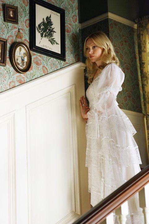 Die frisch verlobte Hannah (Laura Prepon) in dem Hochzeitskleid ihrer Mutter... - Bildquelle: ABC Studios