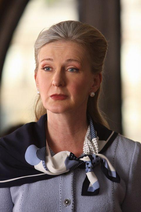 CeCe (Caroline Lagerfelt) möchte nicht, dass ihre Enkelin mit Dan auf den Debütantinnenball geht ... - Bildquelle: Warner Brothers